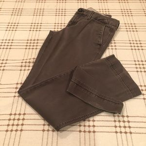 Banana Republic Weekend Chino in gray. Size 4 EUC.